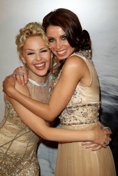 Kylie y Dannii Minogue. Otro par de hermanitas que nacieron para brillar...