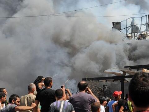 Al menos 42 personas murieron hoy y 500 resultaron heridas en dos explos...