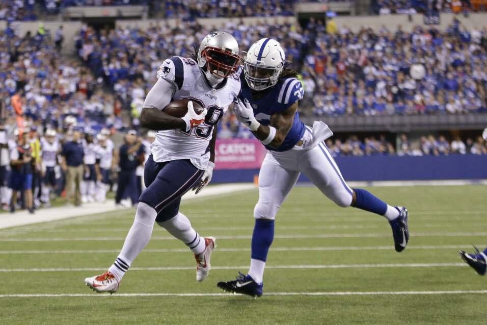 New England Patriots vencieron 34 - 27 a los Indianapolis Colts para man...