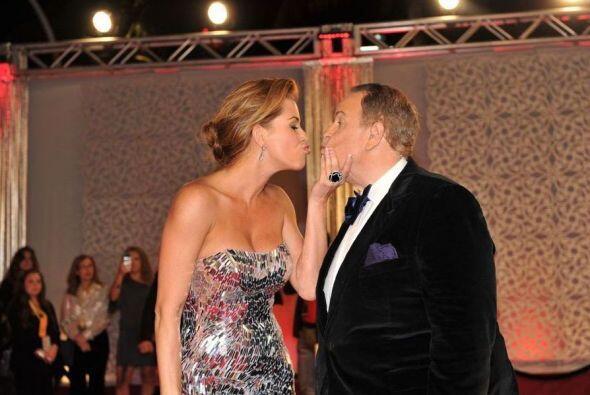 ¡Y ahí fue! Alicia Machado le mostró mucho cariño a Raúl de Molina con t...
