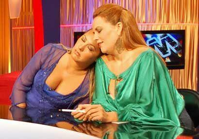 Mientras Oscar Petit daba su versión de los hechos, Luisa y Gina se toma...