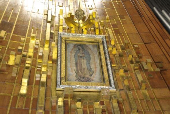 El retablo sobre donde está la imagen de la  Virgen de Guadalupe está he...