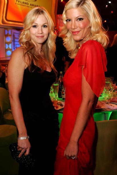 También sigue siendo amiga de Tori Spelling - aunque se dijo que durante...