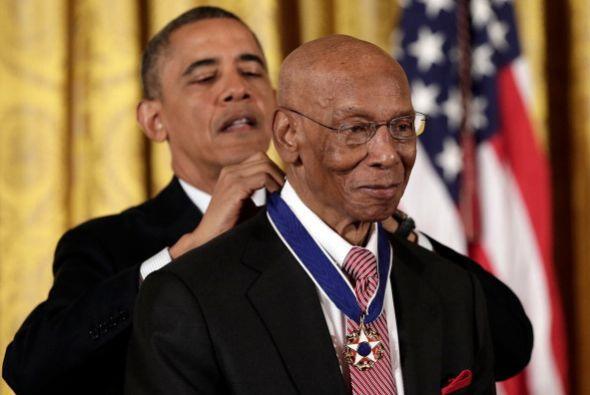 Al igual que Ernie Banks,  beisbolista estadounidense jubilado que pasó...