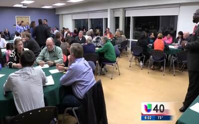 Residentes de Raleigh discuten con autoridades locales las nuevas órdene...