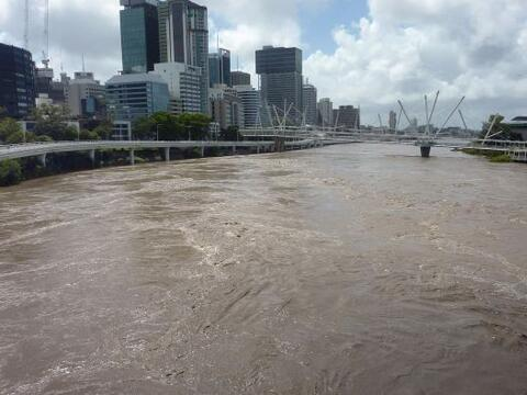 Las inundaciones siguen golpeando fuertemente a Australia. Ahora la terc...