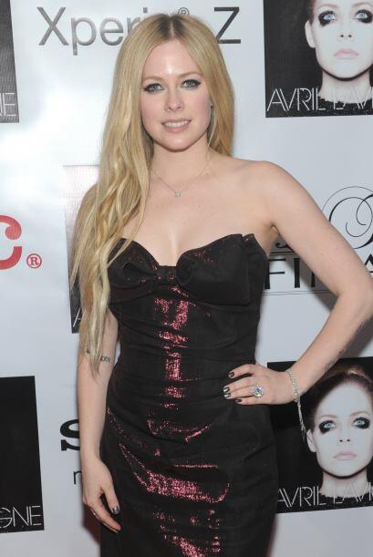 Imágenes de Avril Lavigne también han sido publicadas.