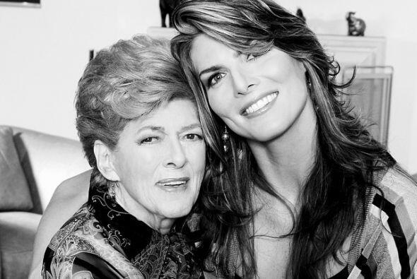 Para el día de las madres Montserrat publicó una foto con su madre: Feli...