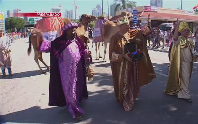 ¡Acompáñanos en el primer Desfile Internacional Navideño en Chamblee!