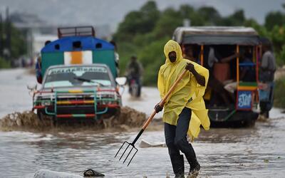 Inundaciones y desbordamientos que deja Matthew en Cite Soleil, en Hait&...