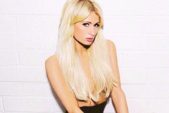 Paris Hilton enciende las redes sociales con una candente foto en la que...