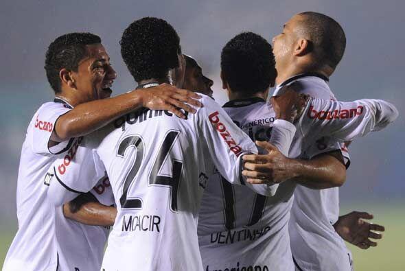 ¡A octavos! Corinthians logró su primer cometido, termin&oa...