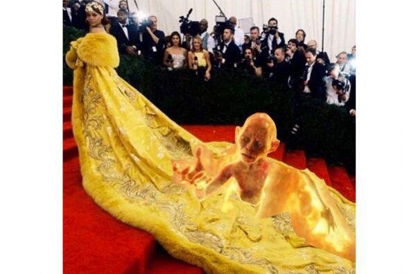 OMG! Gollum en la cola de Rihanna.