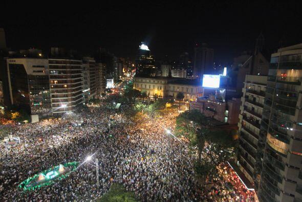 Restaurada la democracia en Chile, en 1990, los chilenos guardaron sus c...