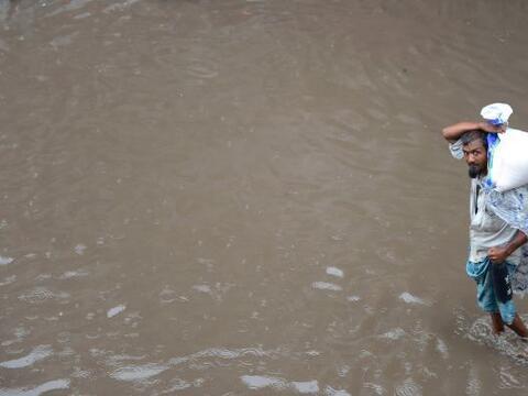 1.El monzón que se adelantó este año en la India h...