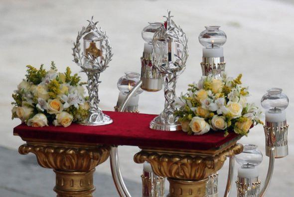 Las reliquias son conservadas en un par de objetos artesanales.