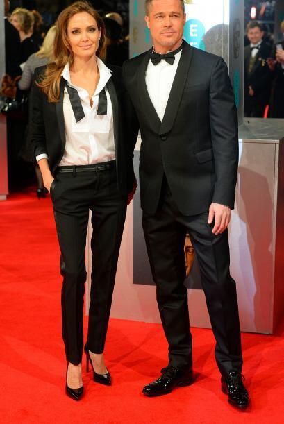 Angelina eligió un traje blanco y negro del diseñador Yves...