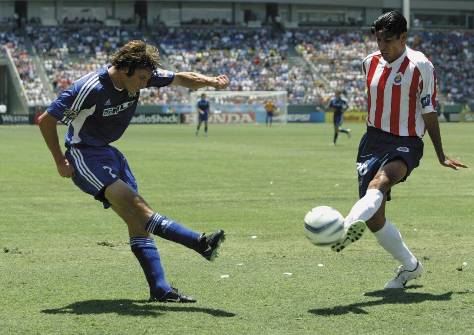 Las Chivas de Guadalajara fueron el primer club extranjero invitado a ju...