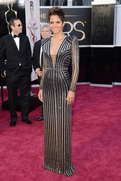 Halle Berry es una de las famosas que ama presumir sus encantos, fue una...