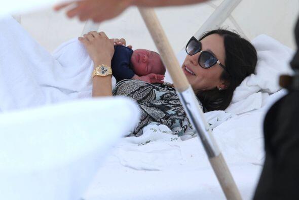 Lauren cuidaba a su bebito... Mira aquí los videos más chismosos.