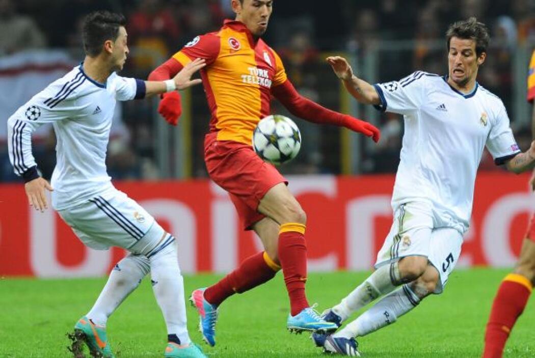 A pesar de su dominio, a los del Galatasaray les costó llevar peligro.