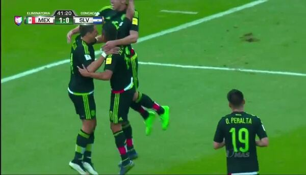 Goooolll!! Javier Hernández mete el balón y marca para México