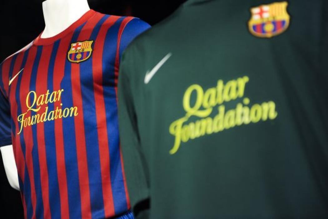 Asimismo, el nuevo patrocinio del club, Qatar Foundation, ocupa la parte...