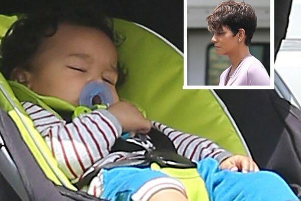 Halle Berry es una mamita muy ocupada. Su trabajo no le impide llevarse...