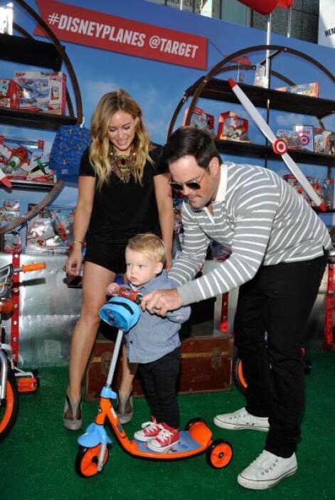 Estuvo acompañada de su esposo, Mike Comrie y su adorable hijo, Luca, qu...