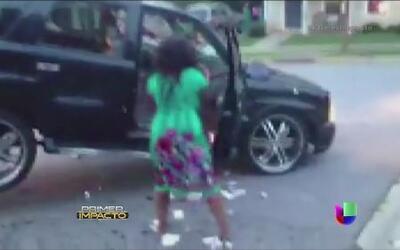Mujer enfurece cuando le retiran su auto por no pagarlo