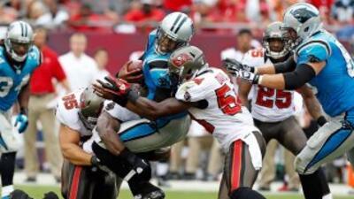 Los Buccaneers lograron frenar al quarterback de los Panthers, Cam Newto...
