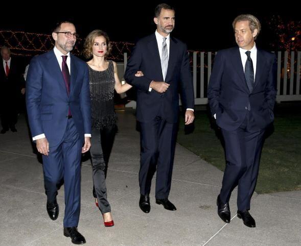 Donde asistieron a una recepción ofrecida por el embajador de los Estado...