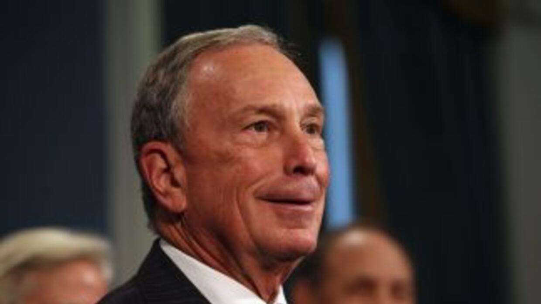 El exalcalde de NY, MichaelBloomberg, de 72 años, vuelve al mando de la...