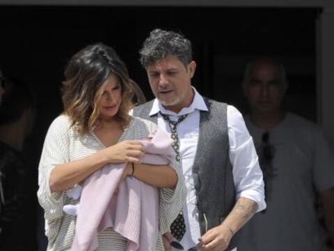 Alejandro Sanz y Raquel Perera dejaron el hospital y en brazos llevaban...