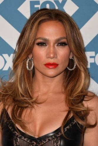 La actriz y cantante llegó a una fiesta de televisión con un traje de cu...
