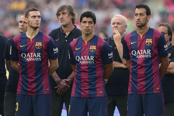 Junto a Suárez, también se presentó a futbolistas c...