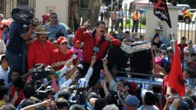 El ex presidente de Honduras, Manuel Zelaya encabezó una protesta contra...