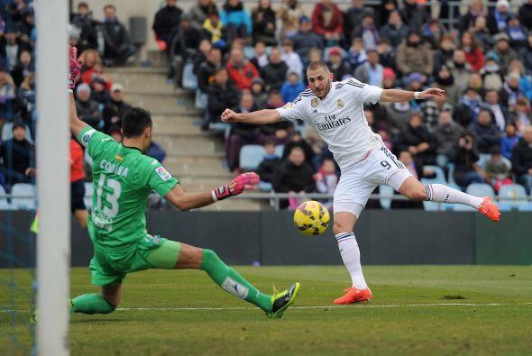Karim Benzema tuvo una clara ocasión en mano a mano ante Jordi Codina, p...