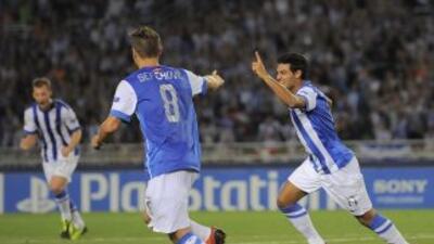 Carlos Vela celebra su primer gol ante Lyon.