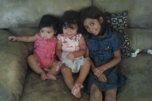 Ashley nos mandó esta tierna foto de estos tres angelitos. Recuerda, env...