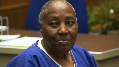 Mujer pasa 32 años en prisión por un crimen que no cometió