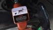 manguera de gasolina con advertencia climática