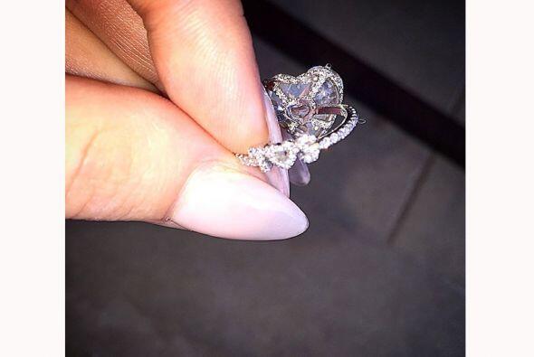 Lady Gaga aún no puede creer que está comprometida y en sus redes social...