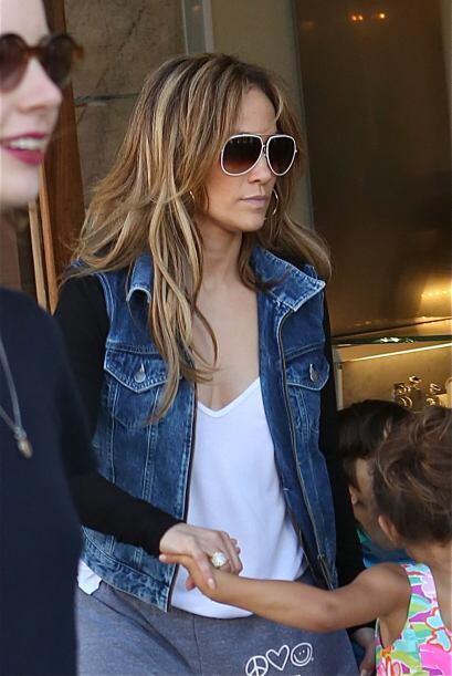 Jennifer se ocultó detrás de sus gafas oscuras. Mira aquí los videos más...