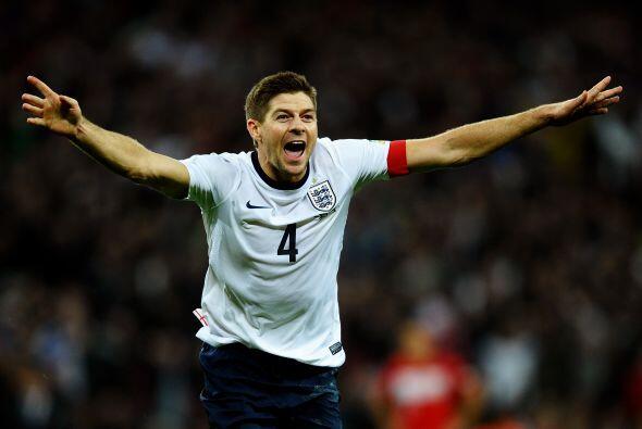 Steven Gerrard: Es un magnífico mediocampista que es muy respetado en el...