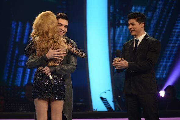 Recibió un abrazo del boricua Víctor.