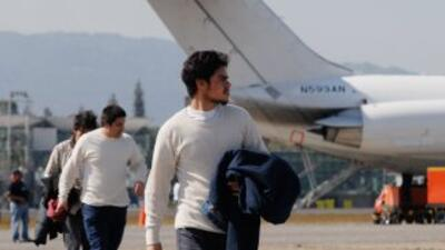 Inmigrantes guatemaltecos deportados por Estados Unidos arriban al Aerop...