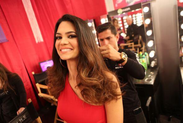 Vimos en el 'backstage' que Alina estuvo muy sonriente, ¡y cómo no!, si...