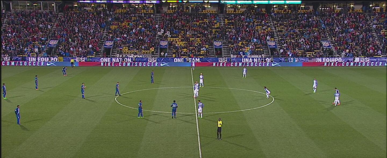 Árbitro comete un error y reanuda el juego con nueve jugadores de Guatemala
