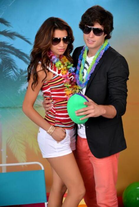 Danilo estuvo a cargo del 'backstage' de Premios Juventud.